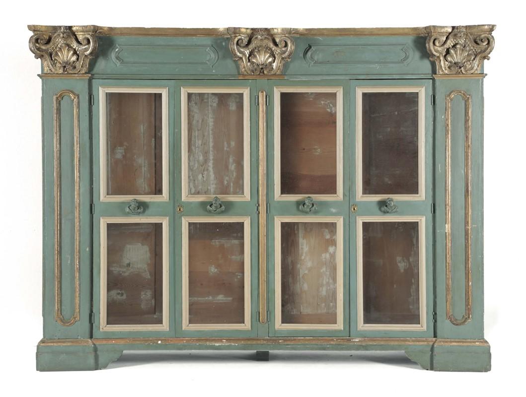 Armadio Antico Laccato : Armadio a quattro ante in legno laccato e dorato composto da