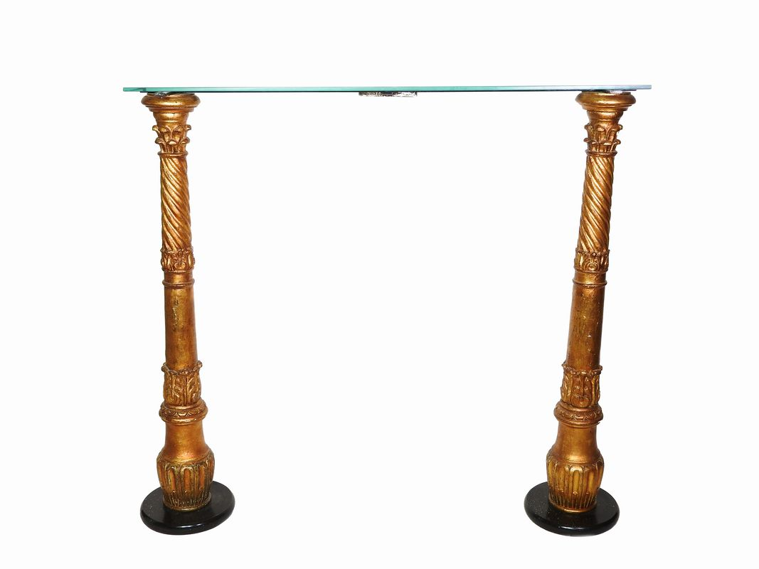 Coppia di colonne in legno intagliato e dorato - Asta Arredi e ...