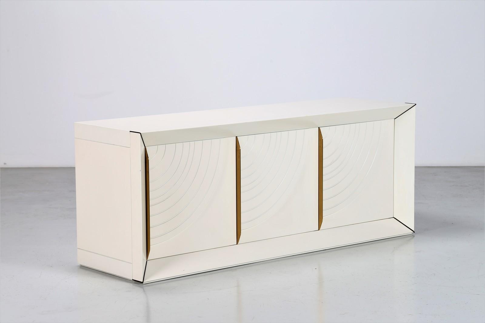 Associazione La Credenza : Frigerio di desio credenza in legno laccato e ottone anni